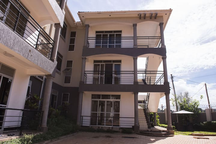 Tranquil modern apartment in Naalya 2
