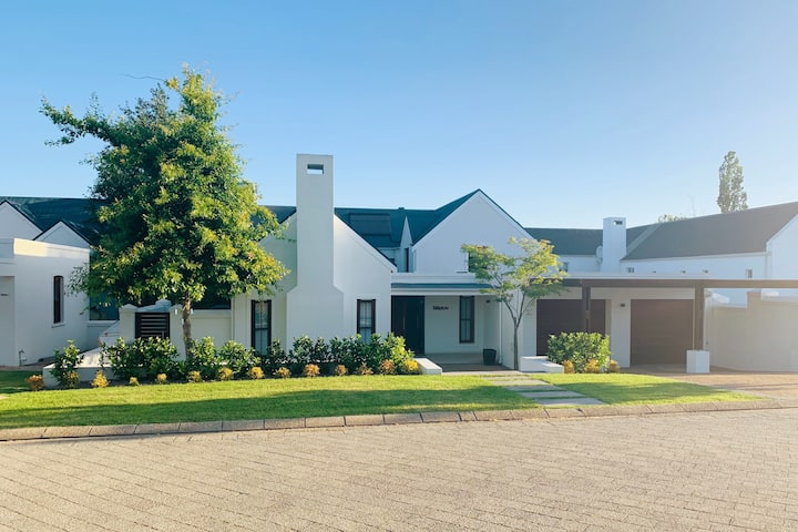 Family home set among Stellenbosch vineyards