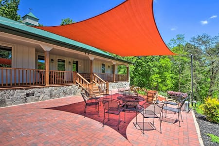 Hayesville Family Home w/ Hot Tub & Game Rm!