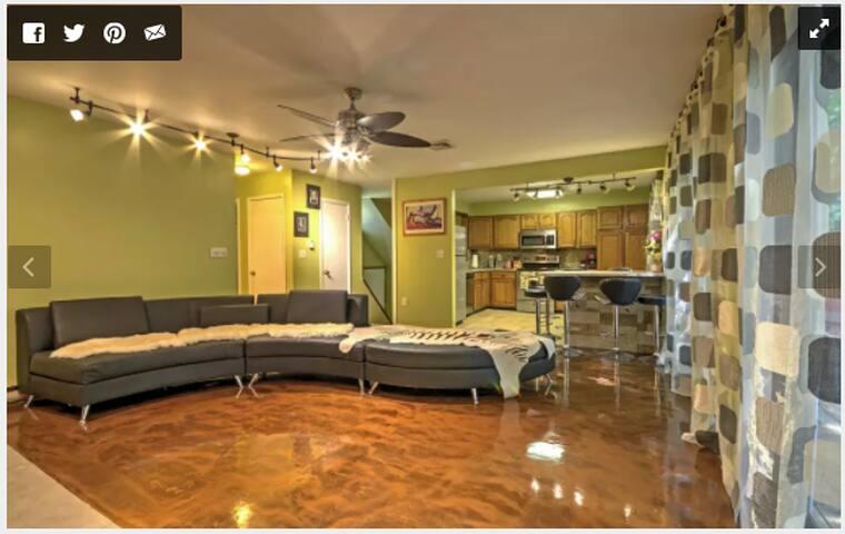 Cozy fully Renovated split level Poconos House