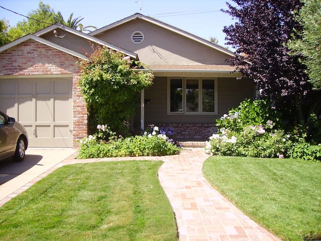 Quiet, lovely 3BR home in San Carlos