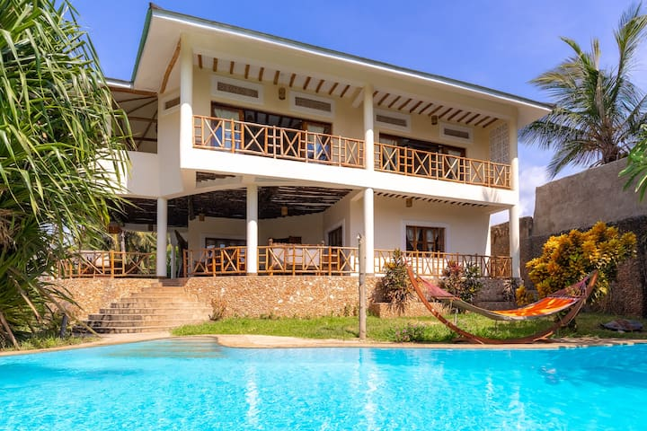 Luxury Villa with Private Pool, Chef & AC (partly)