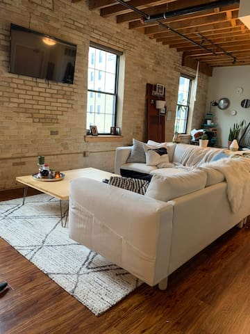 Beautiful Loft in 5th Ward - Close to Fiserv Forum