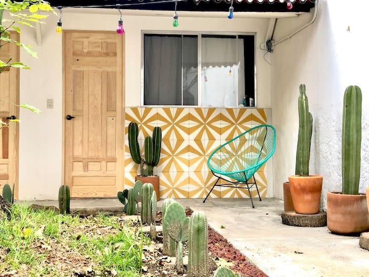 Hermosa Casa c/ jardín- Habitación privada c/baño