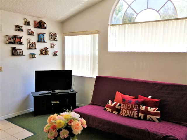 Comfortable Apartment, 10 minutes from Disney