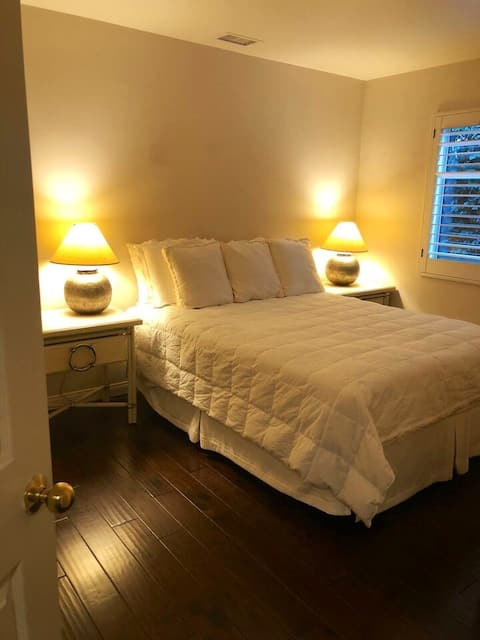 Queen Size Room with Private Bath
