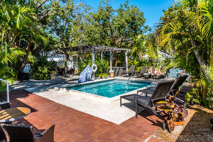 Beautiful Suite Close to Duval Street | Relax in the Shared Outdoor Pool + Complimentary Bike Rentals