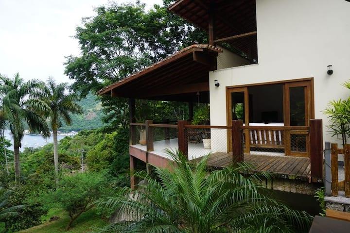 Casa no condomínio Portogalo