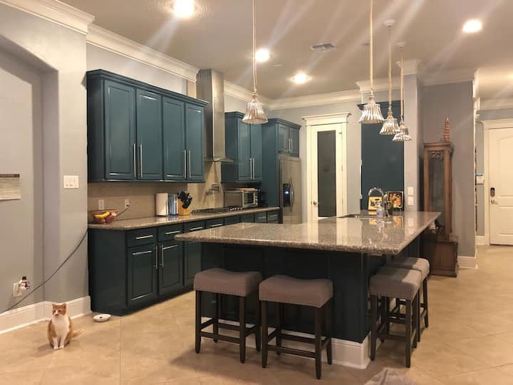Two Private Rooms in Central High End Home