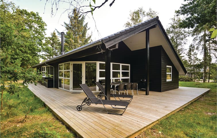 Holiday cottage with 3 bedrooms on 105m² in Blåvand