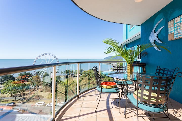 Coral Sea Penthouse - Great Views & Free Parking.