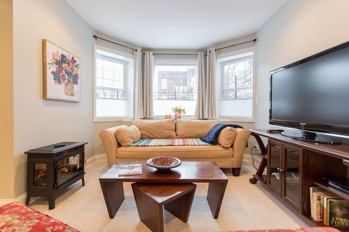 Cozy Victorian Cottage-1 BR Apartment- Sleeps 3!