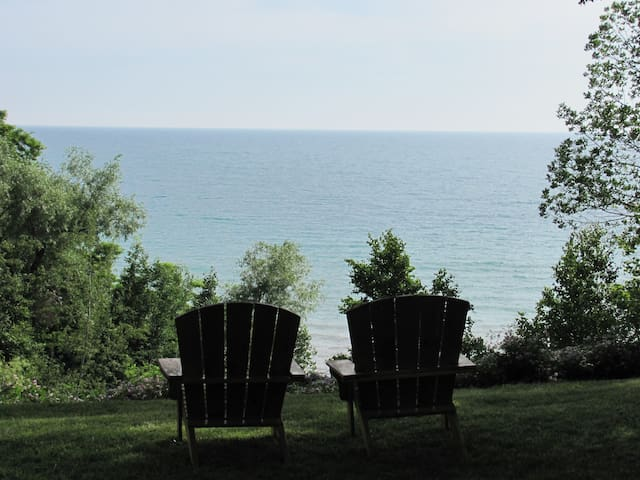 Chillax at Bluewater Beach - Goderich - Cabin