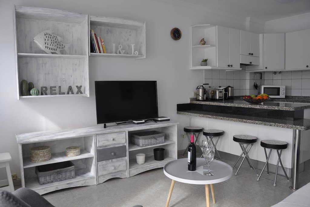 Vista Salón de Estar con zona televisión