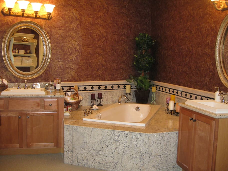 Master sinks & jetted tub
