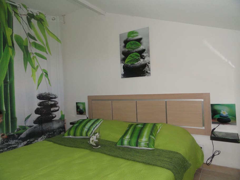 Une chambre douce qui aspire à la détente