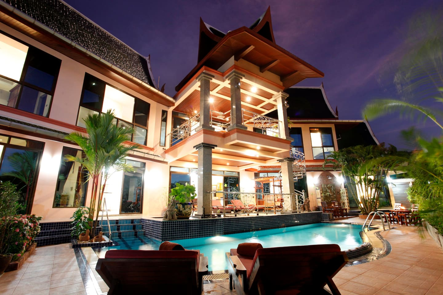 Evening Picture of Beautiful Thai Style Villa!