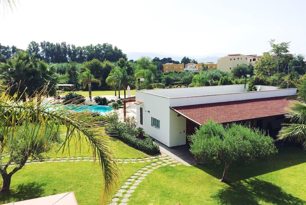 Casa con piscina privata ad 80mt dal mare case in for Quanto costa una casa con 4 camere da letto