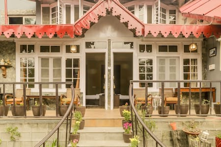 Luxurious Pet-friendly Swiss Cottage at Nainital