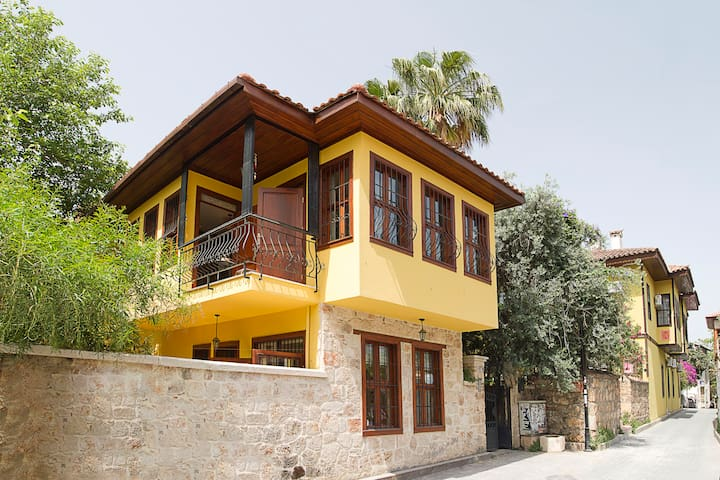 Kaleiçi Villa perfect for city trip - Muratpaşa - Casa