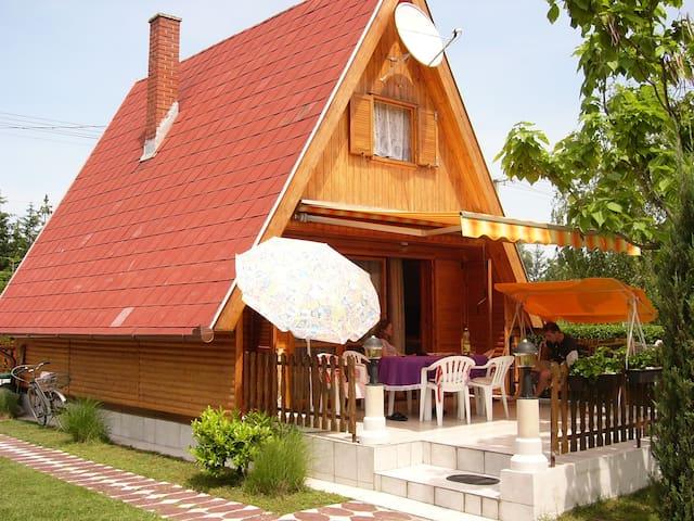 Cozy wooden house 101 mi Terrace - Balatonmáriafürdő - Huis