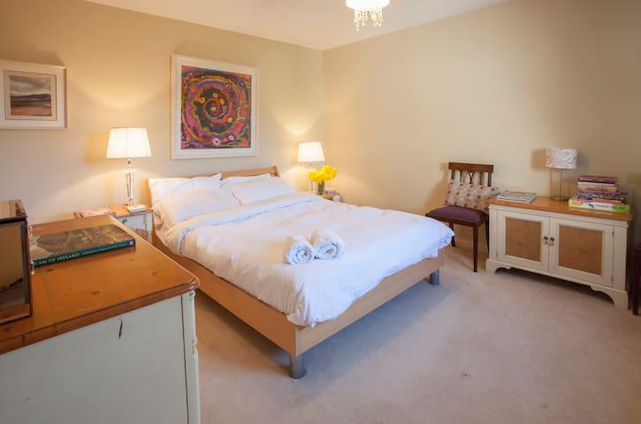 BOAT HAVEN - GALWAY ROSE ROOM - Salthill - Hus