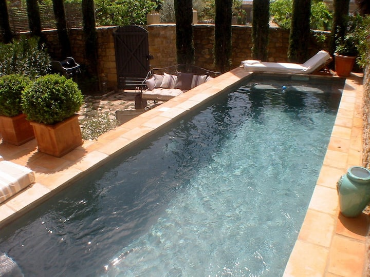 Traditional stone house with pool;10min from Uzes