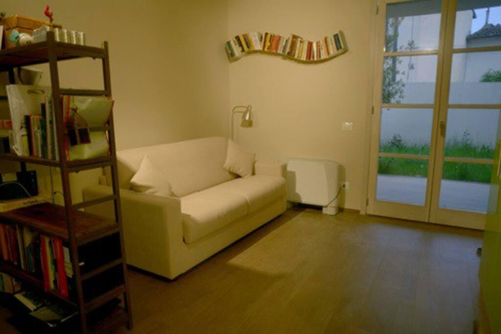 Divano letto in versione salotto/ the studio couch as living room