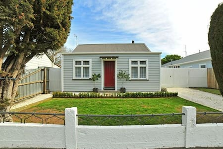 Tranquil Cottage on City Doorstep (with breakfast) - Christchurch
