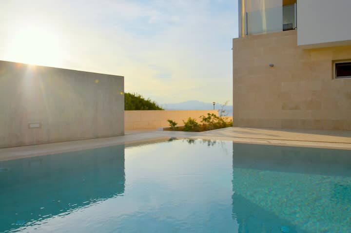 New design house with seawiew & pool.