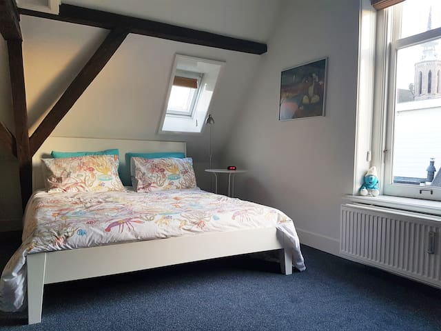 Master bedroom, with 2p bed and a view on the St Catharina Cathedral