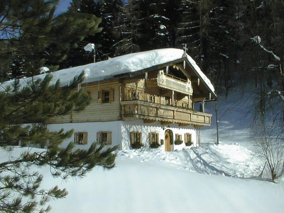 Landhaus Mühlau Tirol im tiefen Winter
