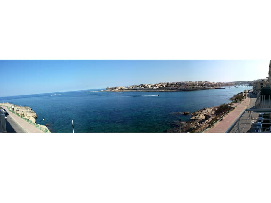 180 degrees view of the harbour