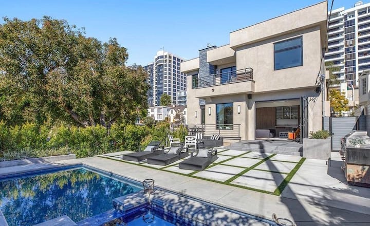 BEVERLY HILLS VILLA W/ THEATRE, POOL, ELEVATOR
