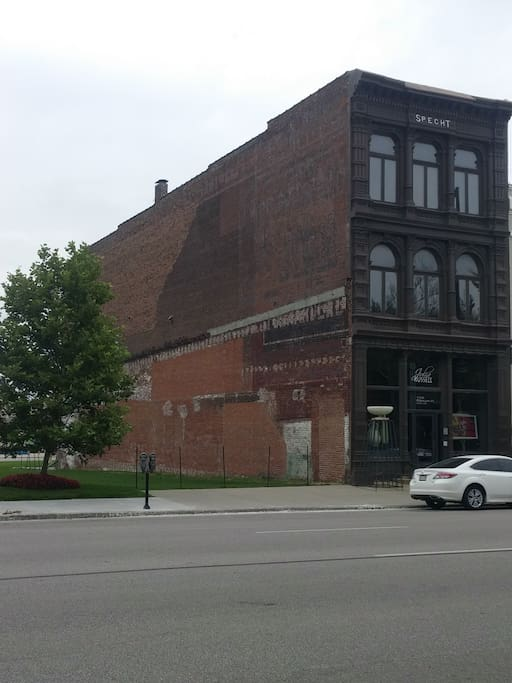 1884 Historic Building with only 3 tenants.