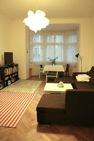 Gorgeous spacious family flat in top location - Praha - Byt