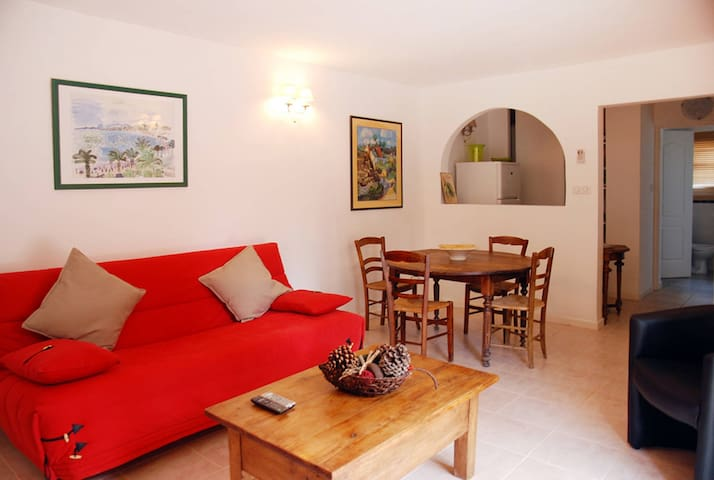 Holiday apartment in Beaucaire for 4 persons