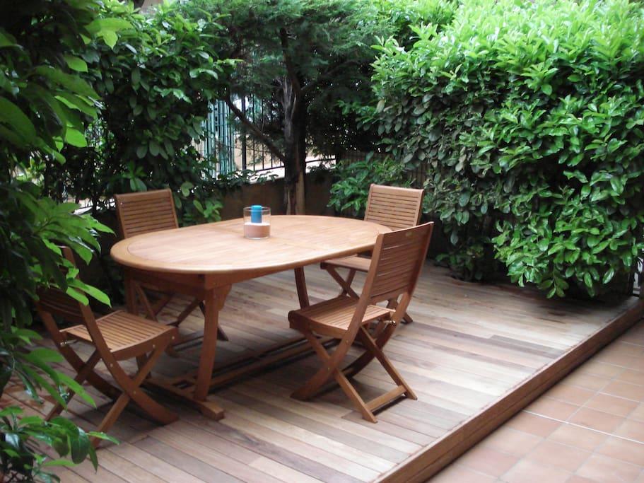 Superbe studio en rez de jardin appartements louer for Appartement rez de jardin nice