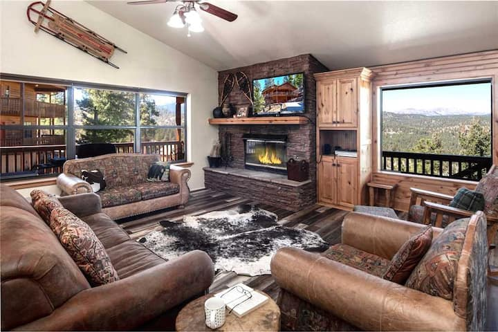 Ain't No Better View, 3 Bedrooms, Sleeps 8, Jetted Tub, Pool Table, Hot Tub