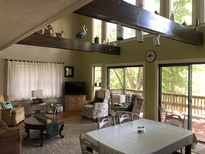 3 bedroom home with beautiful Lake Hartwell Views