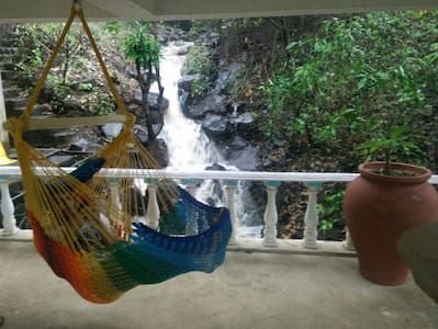 PARADISE NEST- Waterfall Villa PALETTE ROOM.