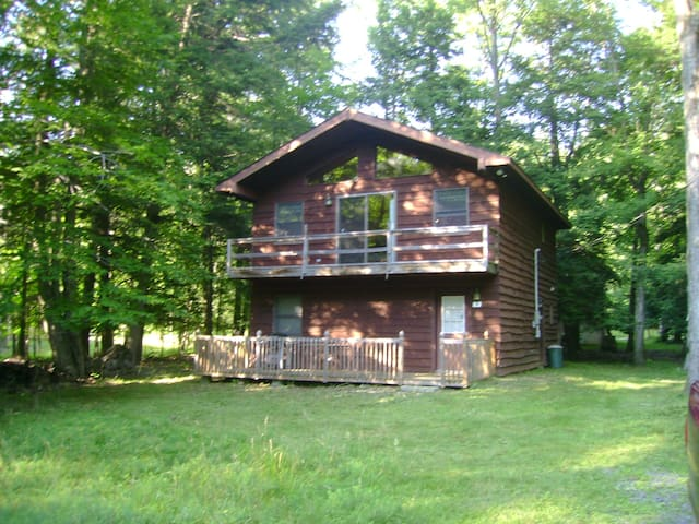 Amazing getaway in Pocono Mountains - LAKE ARIEL - Huis