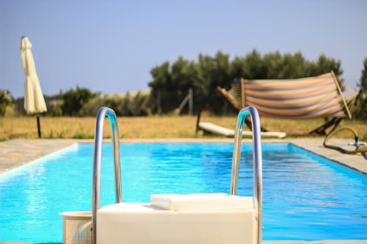 Beautiful Villa with Swimming Pool - Kariani - Vila