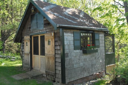 Rustic Cabin Close To Burlington - Essex