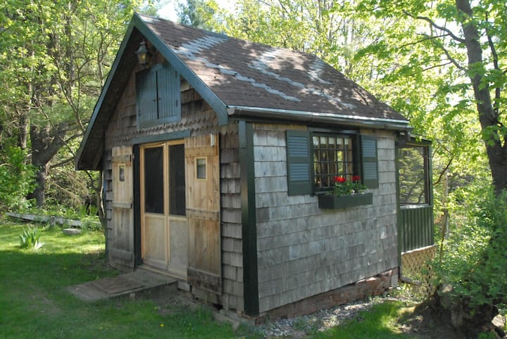 Rustic Cabin Close To Burlington