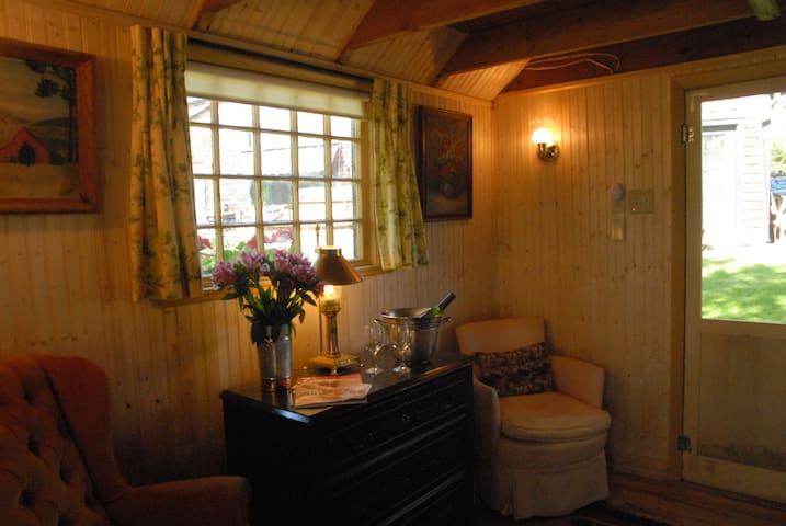 Rustic Cabin Close To Burlington