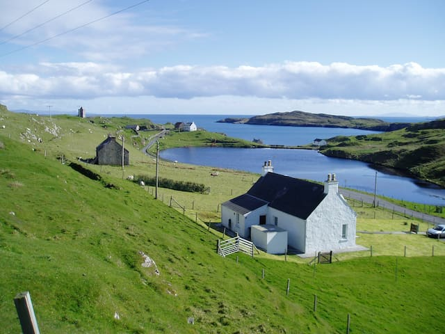 Romantic rural idyllic sea cottage - Isle of Harris - Huis