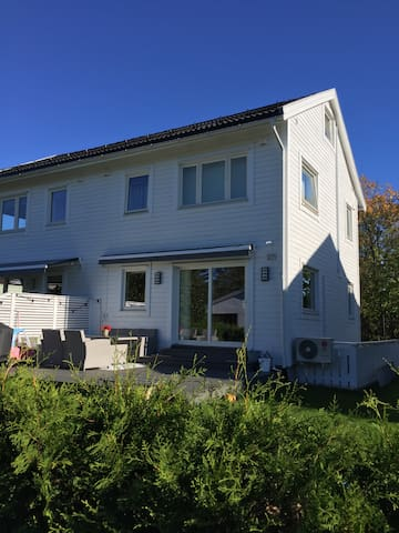 New basement apartment with private bathroom - Oslo