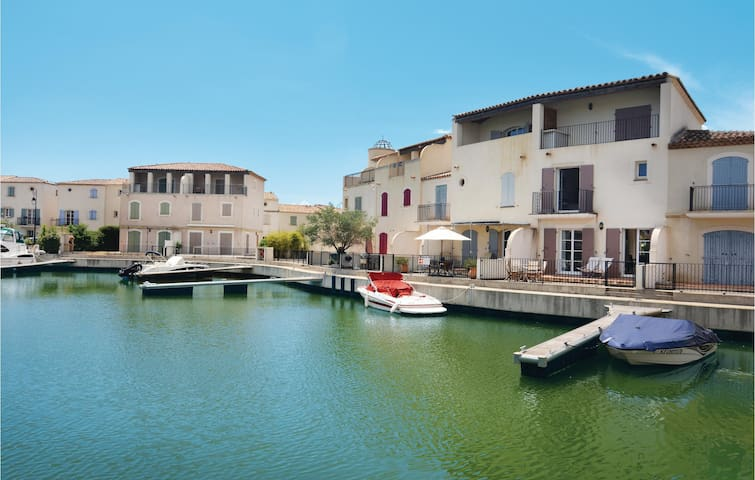 Terraced house with 3 bedrooms on 106m² in Aigues-Mortes