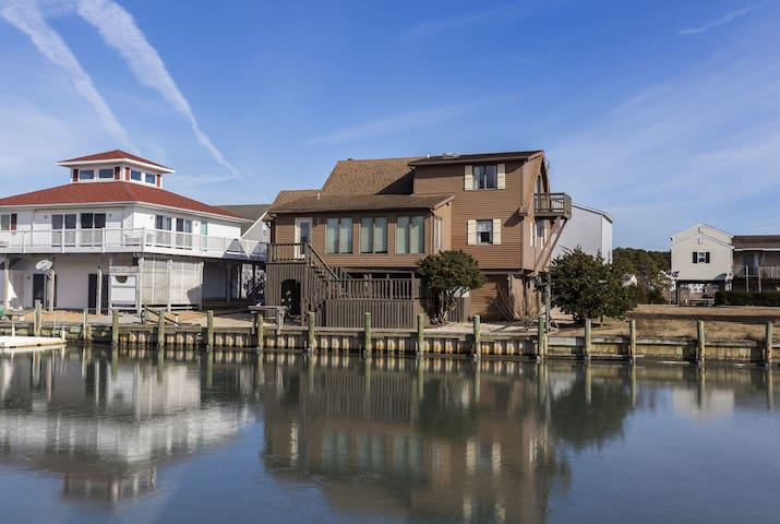 Casa Del Canal - The Best of Waterfront Living in Captain`s Cove!